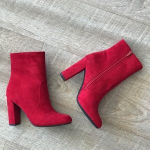 NEW Delicious Shoes Sabio Red Suede Heeled Bootie